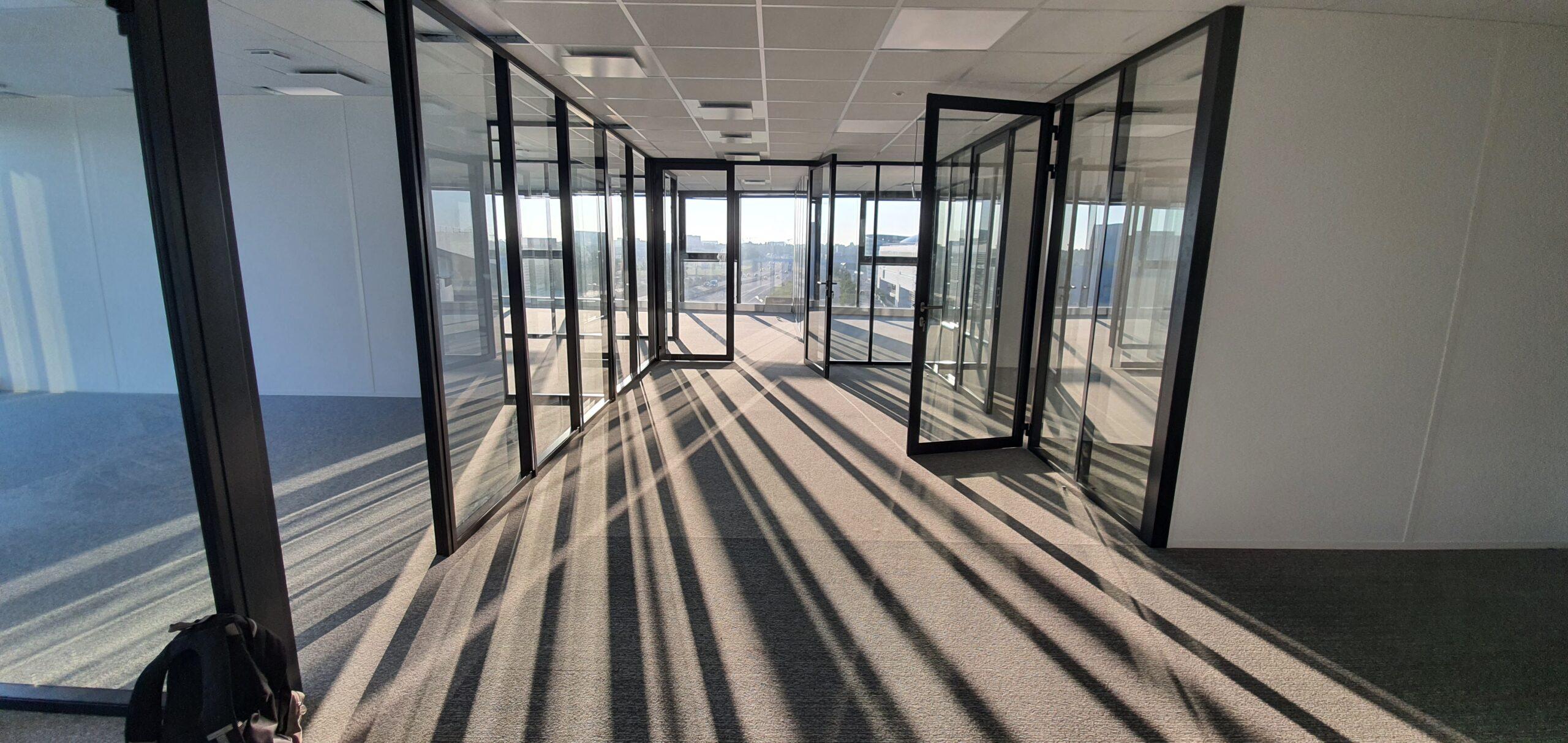 Cloisons modulaires vitrées toute hauteur